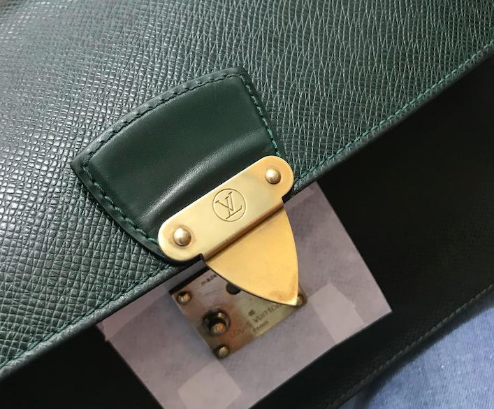 Làm mới, làm sáng khoá túi xách Louis Vuitton 4