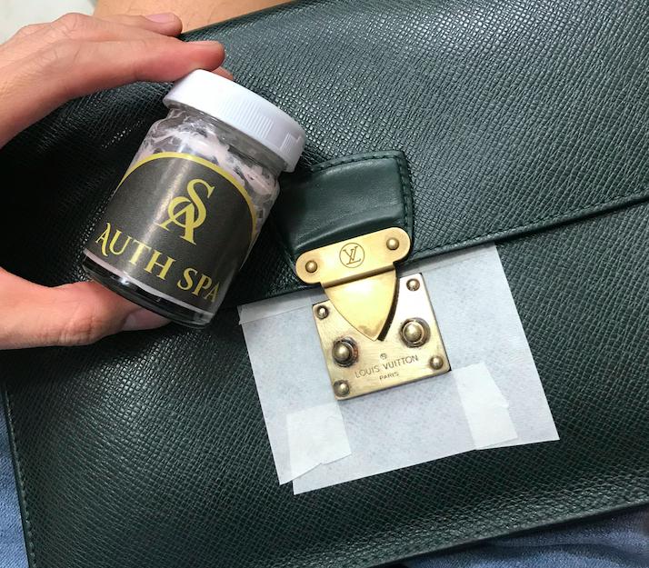 Làm mới, làm sáng khoá túi xách Louis Vuitton 2
