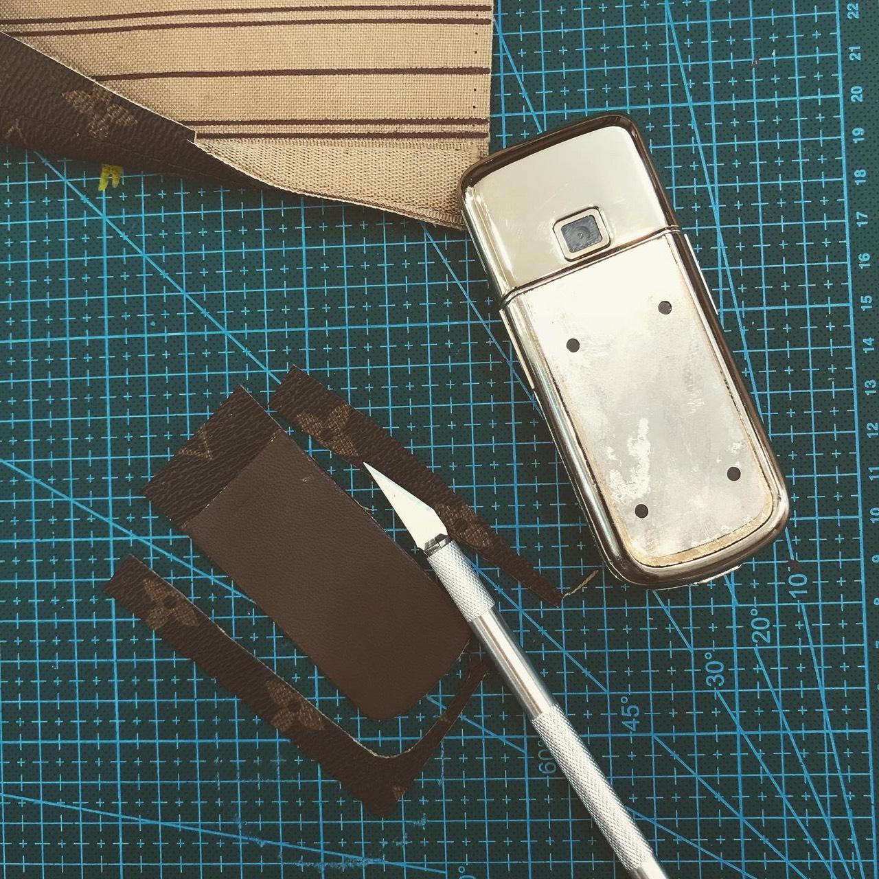 Dán da LV cho Nokia 8800 Gold Arte 5